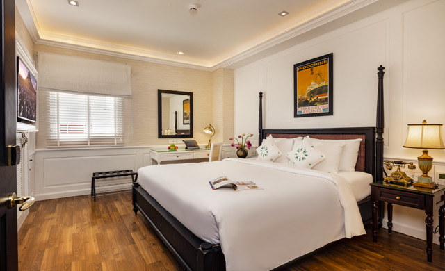Deluxe Window King Bed - Free Minibar & Daily Rooftop Bar Happy Hour