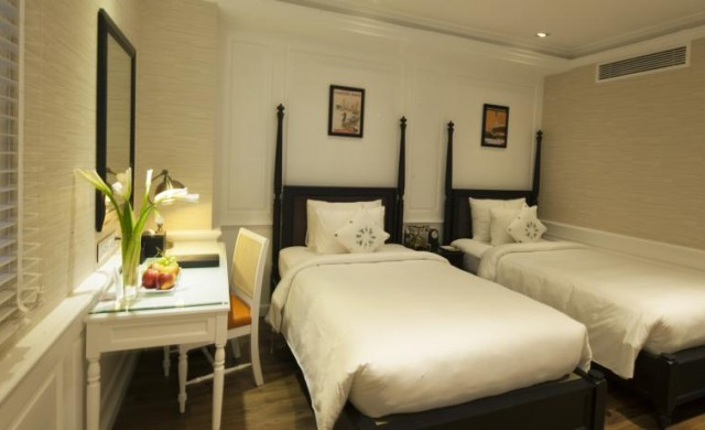 Deluxe No Window Twin Bed - Daily Happy Hour & Free Minibar