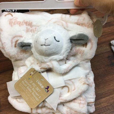 set mền + thú bông cừu cho bé